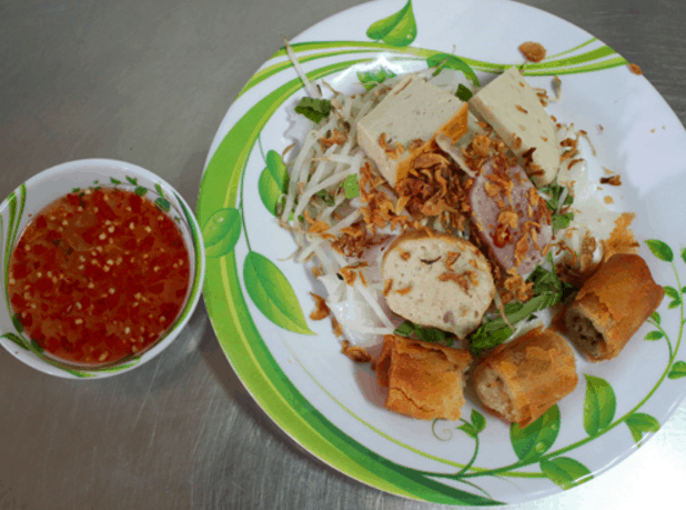 Bánh cuốn giúp bạn giải nhiệt trong ngày nắng nóng ở Sài gòn