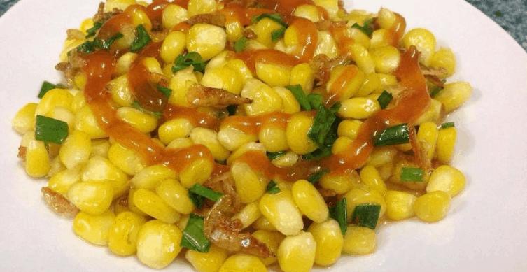 Bắp xào là món ăn vặt nổi tiếng ở Sài Gòn