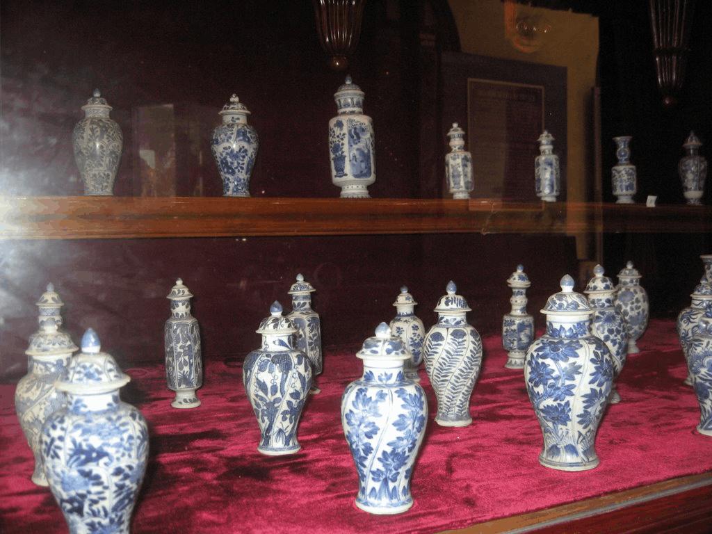 Bộ gốm sứ trong Bạch Dinh ở Vũng Tàu (Ảnh: Sưu tầm)