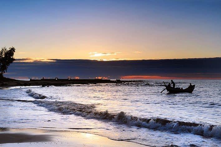 Bãi biển Cửa Tùng - địa điểm du lịch Quảng Trị 01