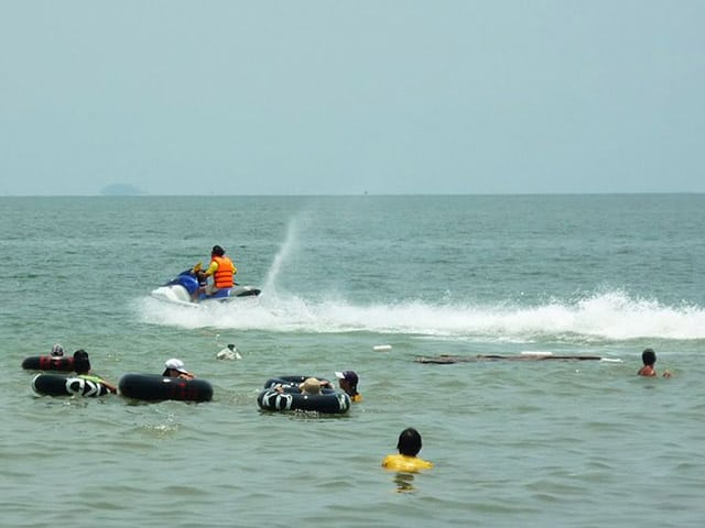 Biển Mũi Nai với những trò chơi trên biển thú vị (Ảnh: Sưu tầm)