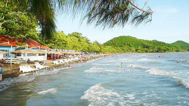 Biển Mũi Nai với những con sóng xô bờ cát (Ảnh: Sưu tầm)