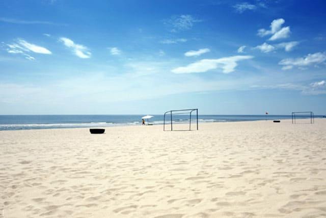 Du lịch Đồng Hới: Đến với Biển Nhật Lệ nổi bật với bãi cát trắng