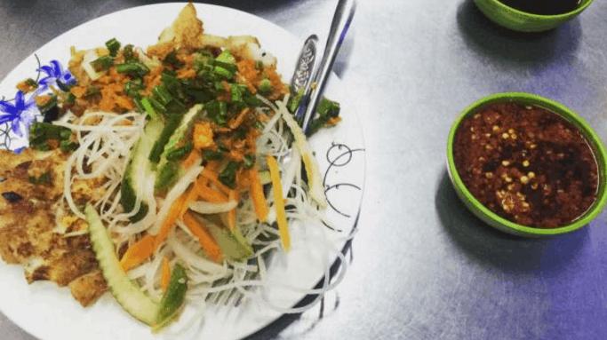 Bột chiên là một món ăn ngon nức tiếng ở Sài Gòn (Ảnh ST)