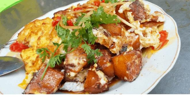 Món bột chiên là món ngon được nhiều người dùng trong bữa trưa Sài Gòn