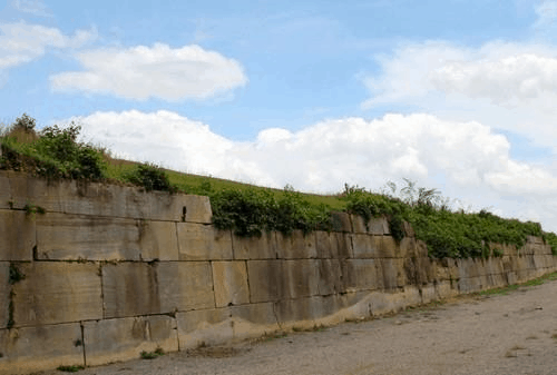 Bức tường đá lớn - thành nhà Hồ