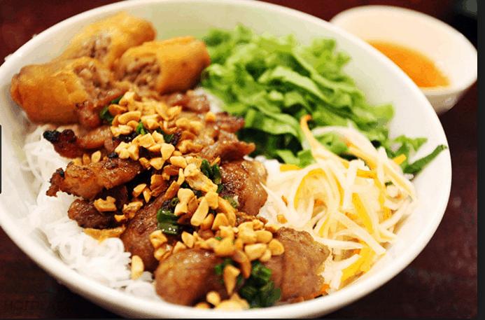 Bún thịt nướng chả giò - lựa chọn số 1 trong ngày nắng nóng ở Sài Gòn