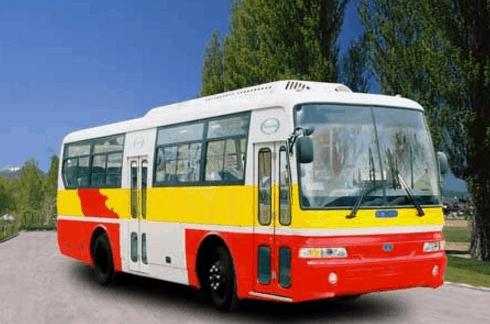 Xe bus là một phương tiện được nhiều du khách lựa chọn tới địa đạo Củ Chi (Ảnh ST)