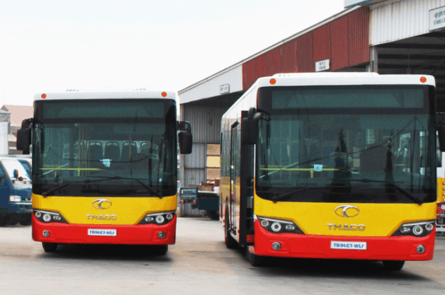 Xe bus là phương tiện công cộng nhiều người chọn ra đảo Thạnh An (Ảnh ST)
