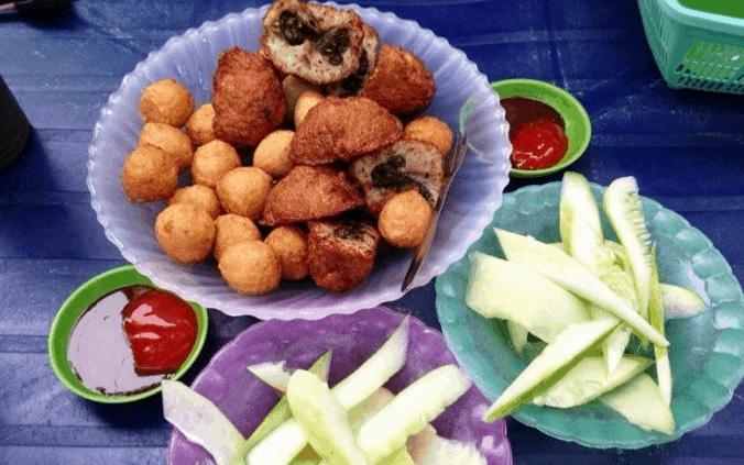 Cá viên chiên là một món ăn ngon mà nhiều khách yêu thích khi vào Sài Gòn (Ảnh ST)
