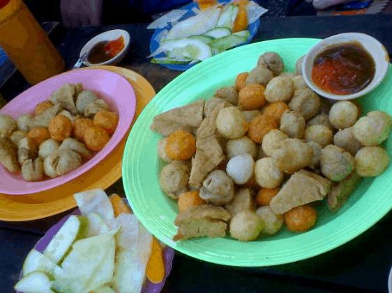Cá viên chiên là một trong những món ăn ngon, rẻ ở Sài Gòn (Ảnh ST)