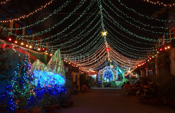 The streets in Go Vap parish are beautifully decorated