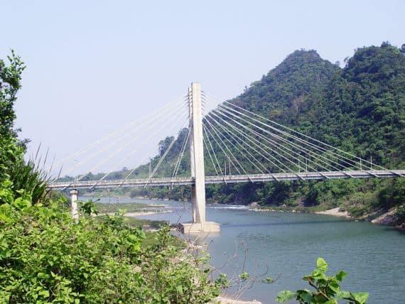 Cây cầu treo nằm trên sông Đakrông - địa điểm du lịch Quảng Trị