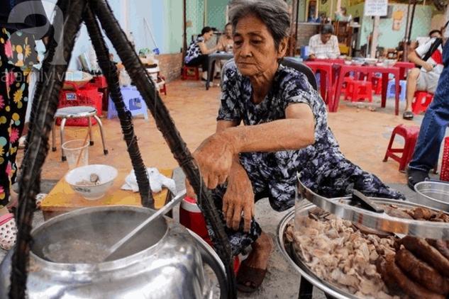 Quán cháo bà Út nổi tiếng là quán ăn ngon từ lâu ở Sài Gòn