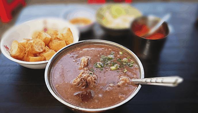 Cháo lòng là món ăn ngon nức tiếng ở Sài Gòn