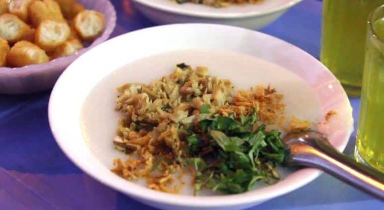 Ăn trưa Hà Nội ở cháo trai Trần Xuân Soạn