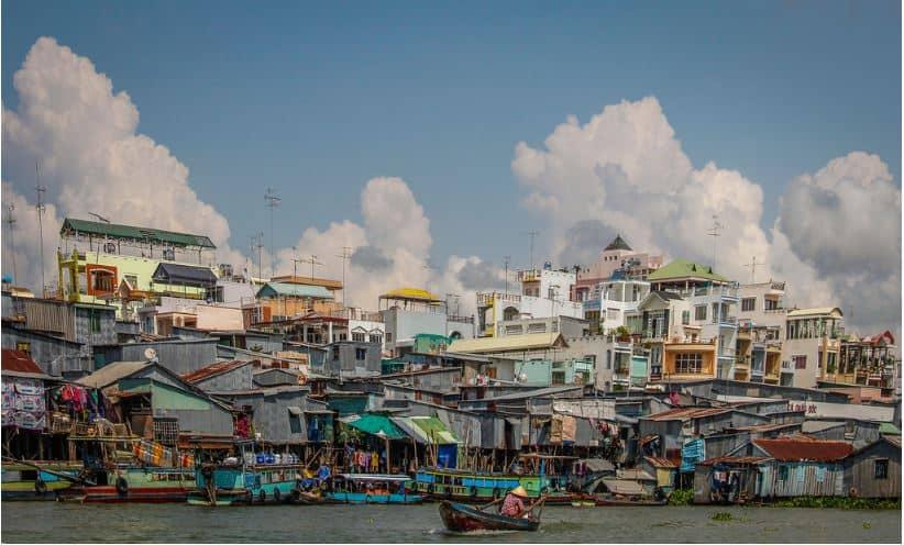 Châu Đốc với nét đẹp đô thị nhưng vẫn còn lưu giữ cả vẻ đẹp sông nước bình dị (Ảnh: Pedro Nascimento)