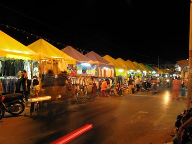 Chợ đêm Hà Tiên khu du lịch ồn áo, náo nhiệt (Ảnh sưu tầm)