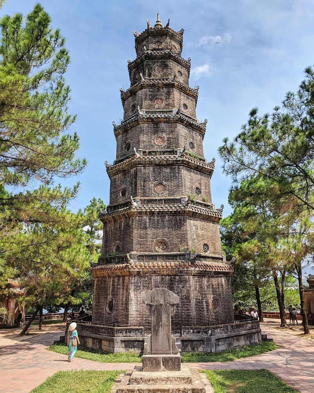 Người ta thường bảo rằng, nếu yêu nhau mà cùng đi chùa Thiên Mụ thì sẽ chia tay ... Ảnh: @letgovietnam