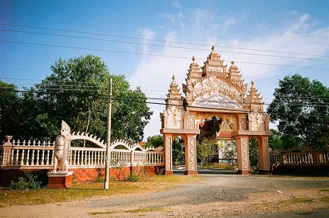 Chùa Xà Xía với kiến trúc mang màu sắc của người dân Khmer (Ảnh: Sưu tầm)