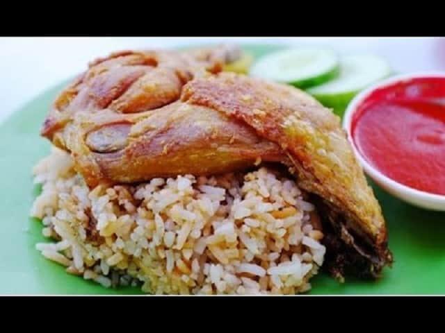 Cơm gà xối mỡ Sài Gòn