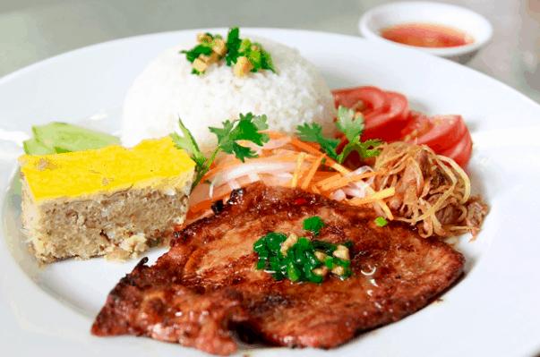 Món cơm tấm được nhiều người lựa chọn trong bữa trưa Sài Gòn