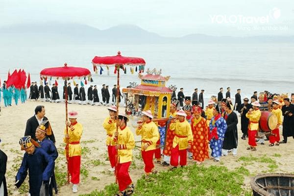 Lễ rước Ngư Ông - gần cồn cát Quang Phú