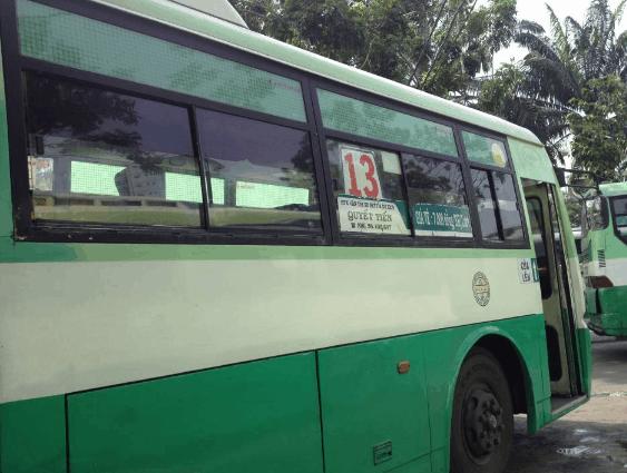 Xe bus số 13 di chuyển tới địa đạo Củ Chi (Ảnh ST)