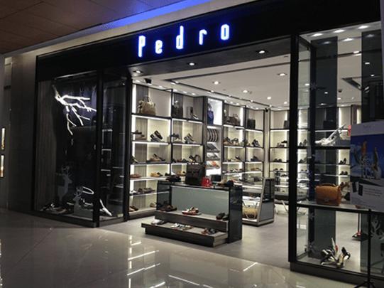 Cửa hàng Pedro trong khu thương mại Icon68