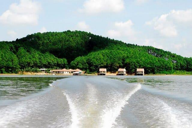 Thiên nhiên sinh thái tuyệt đẹp - hồ Trại Tiểu