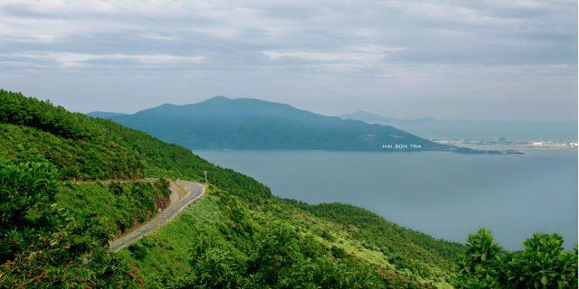 Đường đèo lên đỉnh núi Sơn Trà