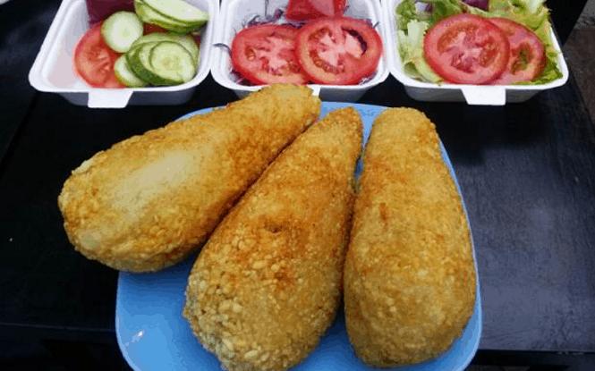 Món ngon - gà bó xôi được nhiều khách du lịch lựa chọn khi tới Sài Gòn