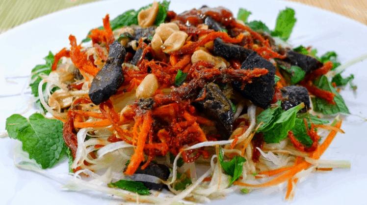 Gỏi khô bò là món ngon nức tiếng ở Sài Gòn (Ảnh ST)