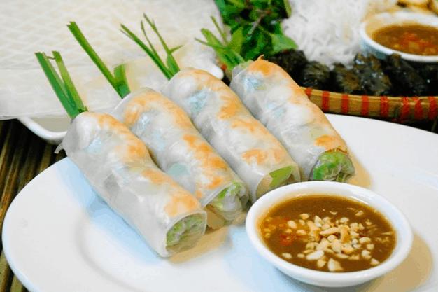 Gỏi cuốn là món ăn ngon mà bạn nên thử khi tới Sài Gòn