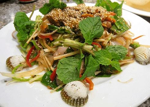 Gỏi sò huyết - ẩm thực tại Lăng Cô