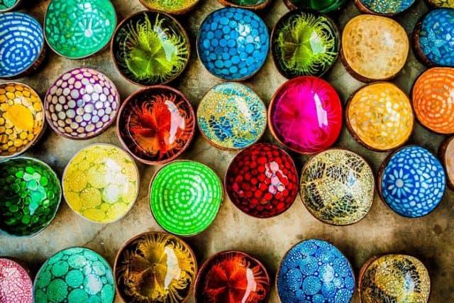 Sắc màu rực rỡ của sản phẩm làng gốm Thanh Hà hiện đại