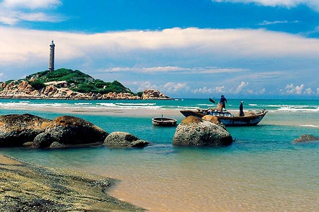 Ngọn hải đăng ở đảo Nam Du (Ảnh: Sưu tầm)