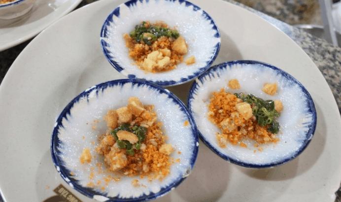 Hẻm chợ Nguyễn Văn Trỗi là thiên đường ăn vặt tuyệt ngon ở Sài Gòn (Ảnh ST)