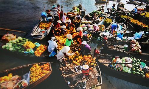 Sản vật chủ yếu của chợ nổi là cây trái miệt vườn (ảnh sưu tầm)