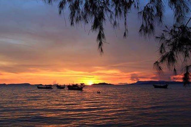 Hoàng hôn thơ mộng lúc chiều tà trên biển Mũi Nai Hà Tiên (Ảnh sưu tầm)