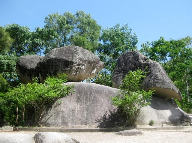 Hòn trống mái - địa điểm du lịch Sầm Sơn
