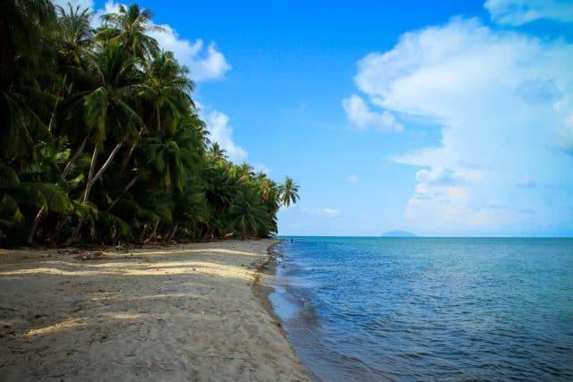 """""""..bãi cát trắng trải dài nhưng vẫn khoác lên mình sự tĩnh lặng, thanh bình"""" (Ảnh sưu tầm)"""