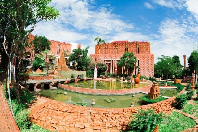 Công viên gốm lớn nhất Việt Nam tại làng thanh hà