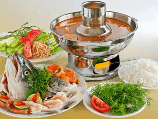 Món lẩu cá giúp bữa ăn trưa Sài Gòn thêm hấp dẫn