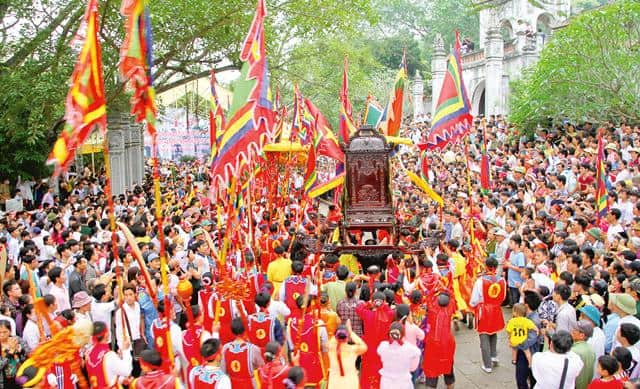 Khung cảnh lễ hội đền Bà Triệu
