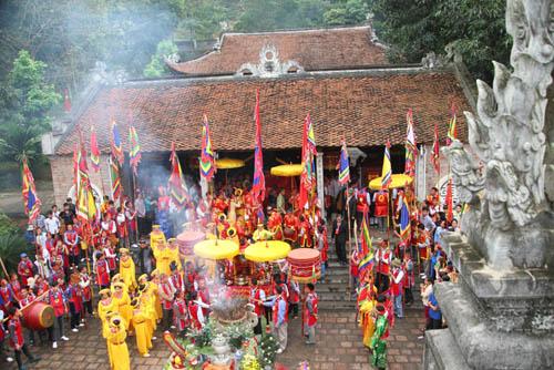 Khung cảnh lễ hội đền Bà Triệu 01