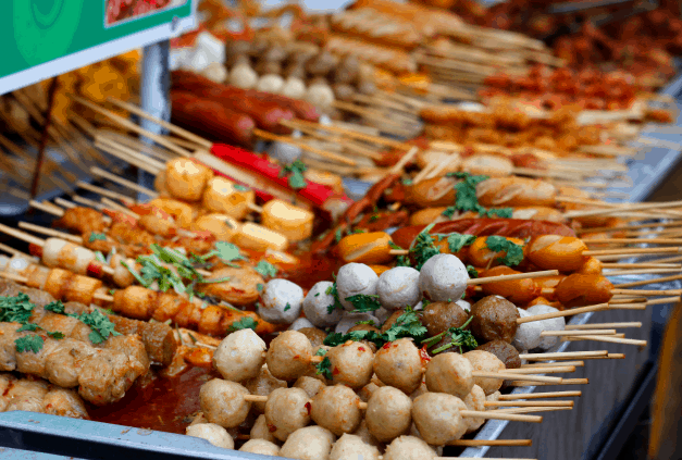 Hẻm 177 Lý Tự Trọng có nhiều món ăn vặt ngon nổi tiếng ở Sài Gòn (Ảnh ST)