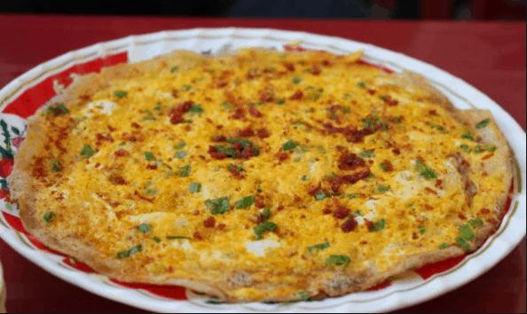 Món bánh tráng nướng là món ăn vặt tuyệt ngon ở Sài Gòn