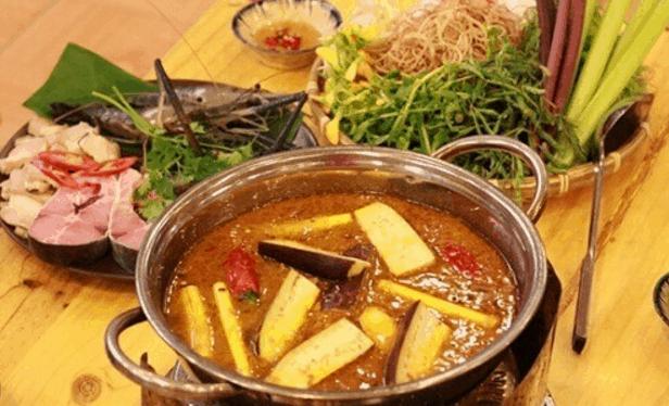 Món lẩu cá là lựa chọn của nhiều người trong bữa ăn trưa Sài Gòn