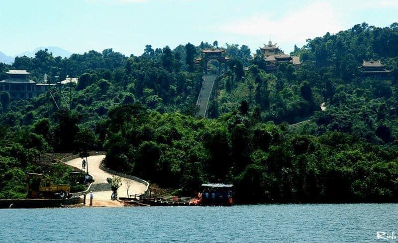 Ngắm nhìn Thiền viện Trúc Lâm Bạch Mã từ xa